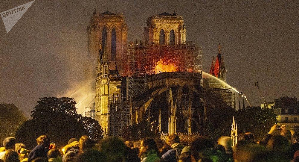 France – Un an, 26 incendies d'églises
