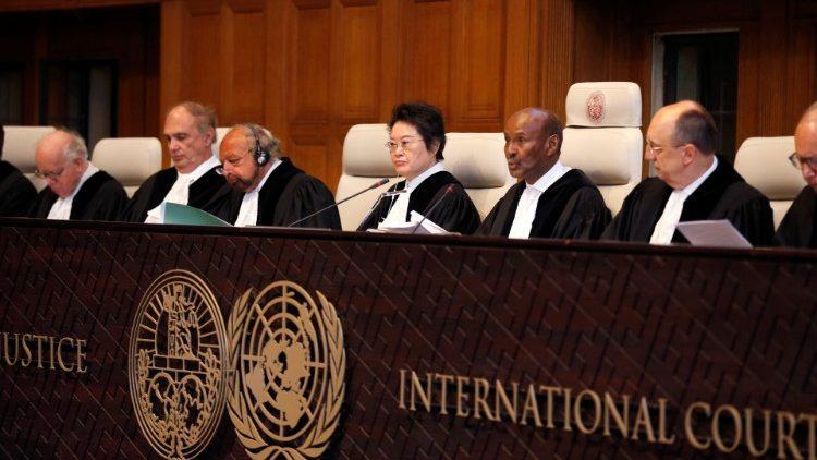 Pape François: les magistrats doivent être des artisans de justice sociale