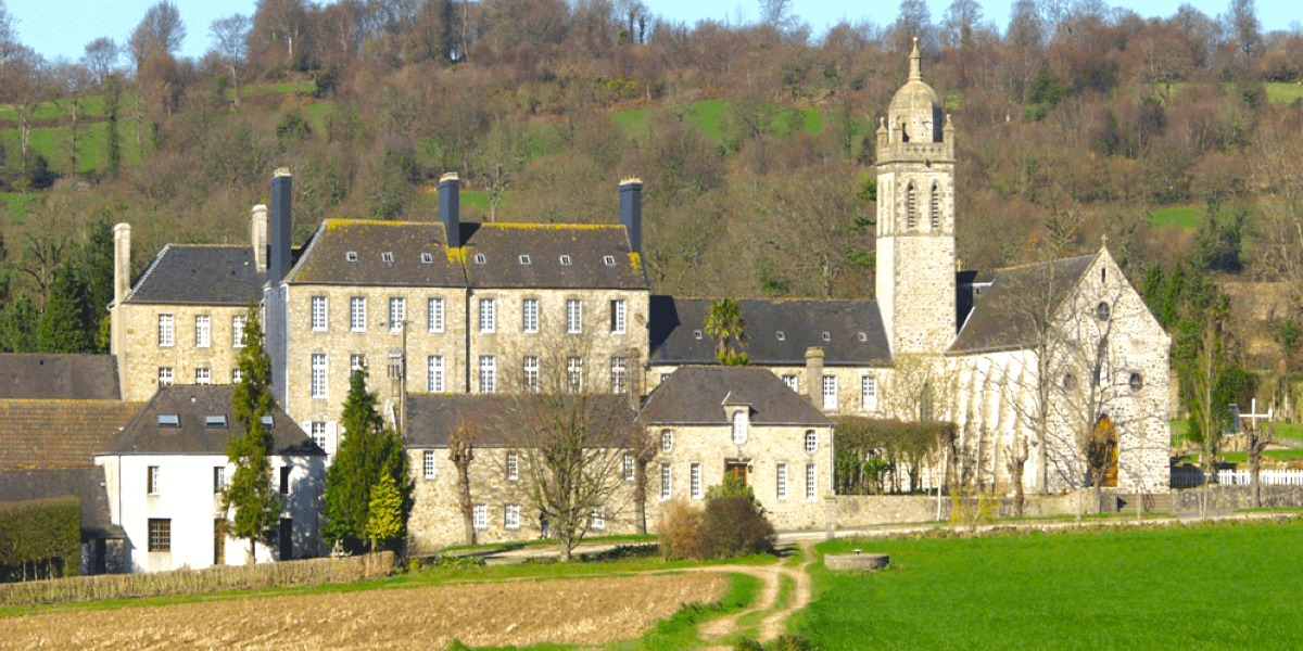 L'abbaye Notre-Dame-De-Grâce de Bricquebec: son histoire et ses pâtés!