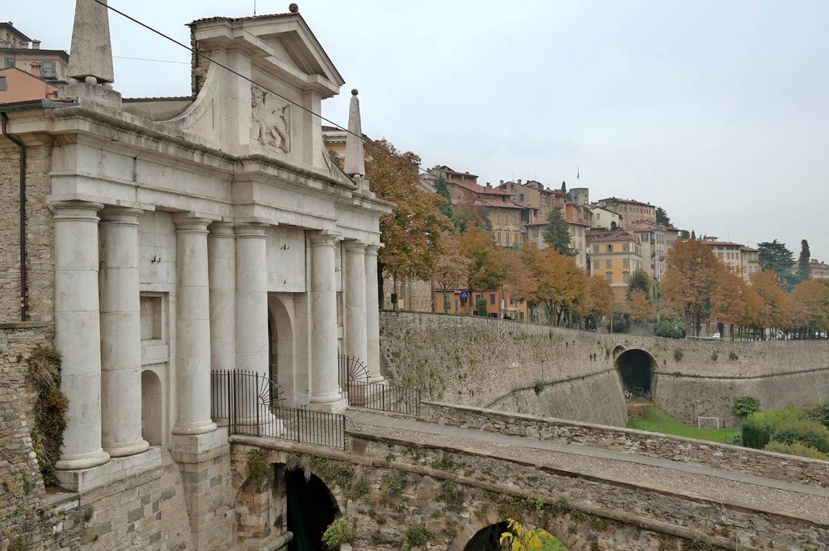 Italie: six prêtres décédés à Bergame
