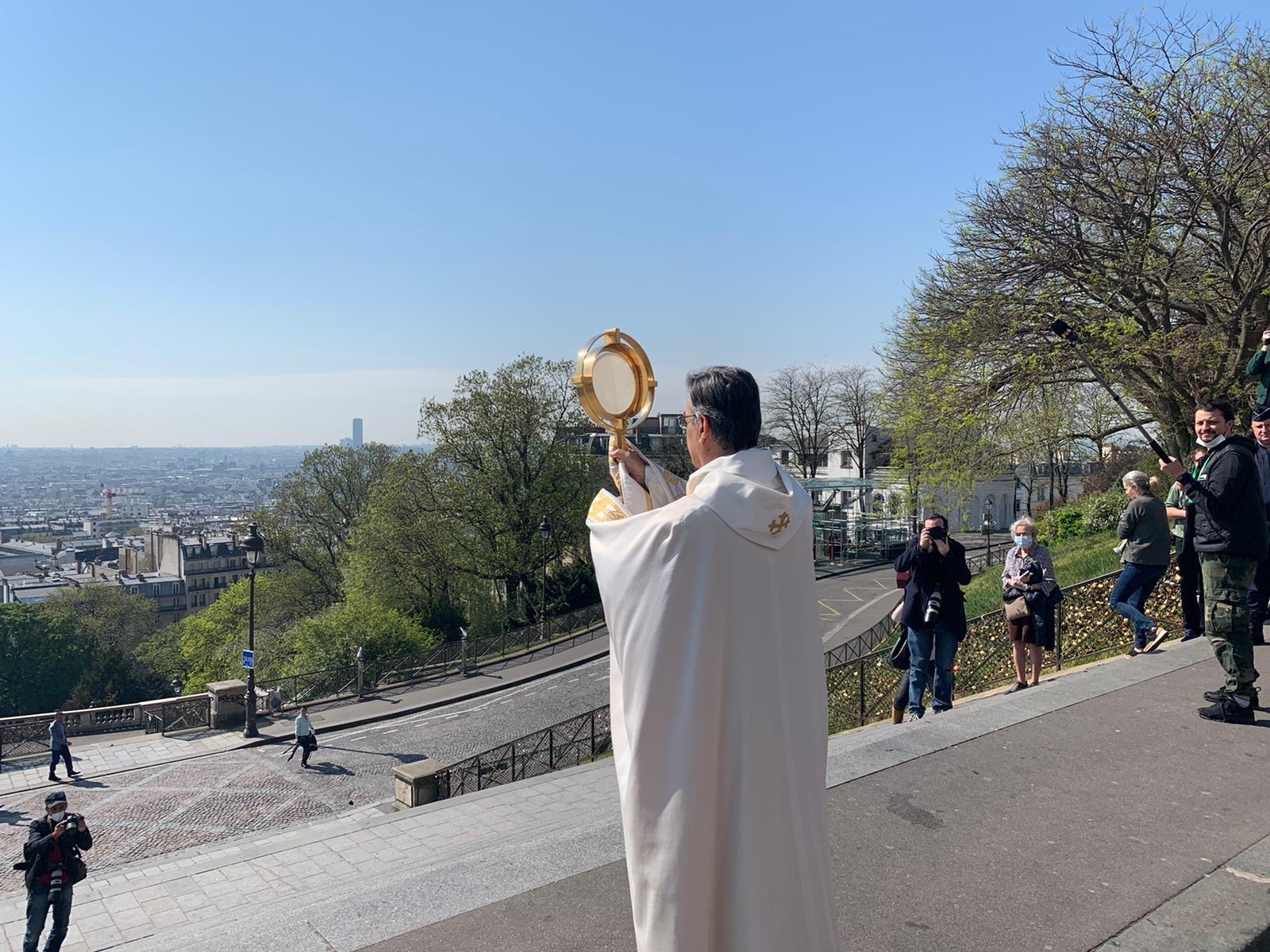Paris: Mgr Aupetit a béni la ville