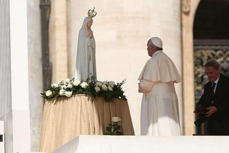 Le Pape François appelle à «redécouvrir la beauté de prier le chapelet à la maison»