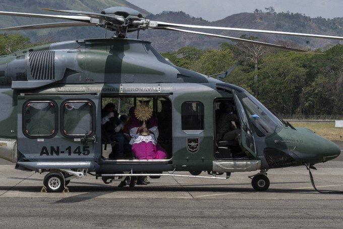 Panama: l'archevêque bénit son diocèse en hélicoptère