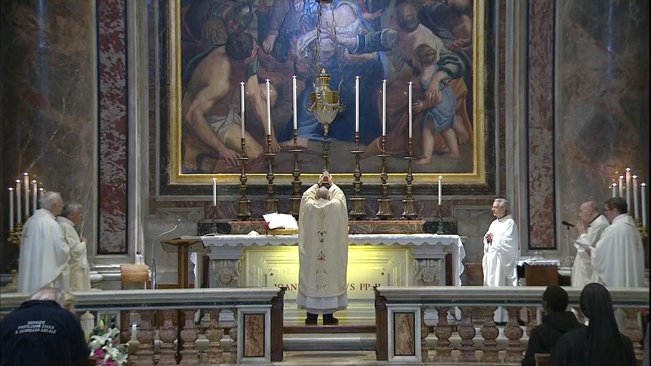 Rome: le pape François célèbre une messe sur la tombe de Jean-Paul II