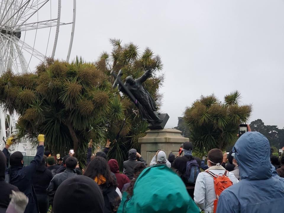 San Francisco: déboulonnage d'une statue de saint Junípero Serra
