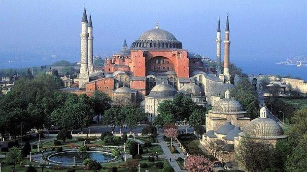 La Turquie invite le pape à visiter Sainte-Sophie comme mosquée