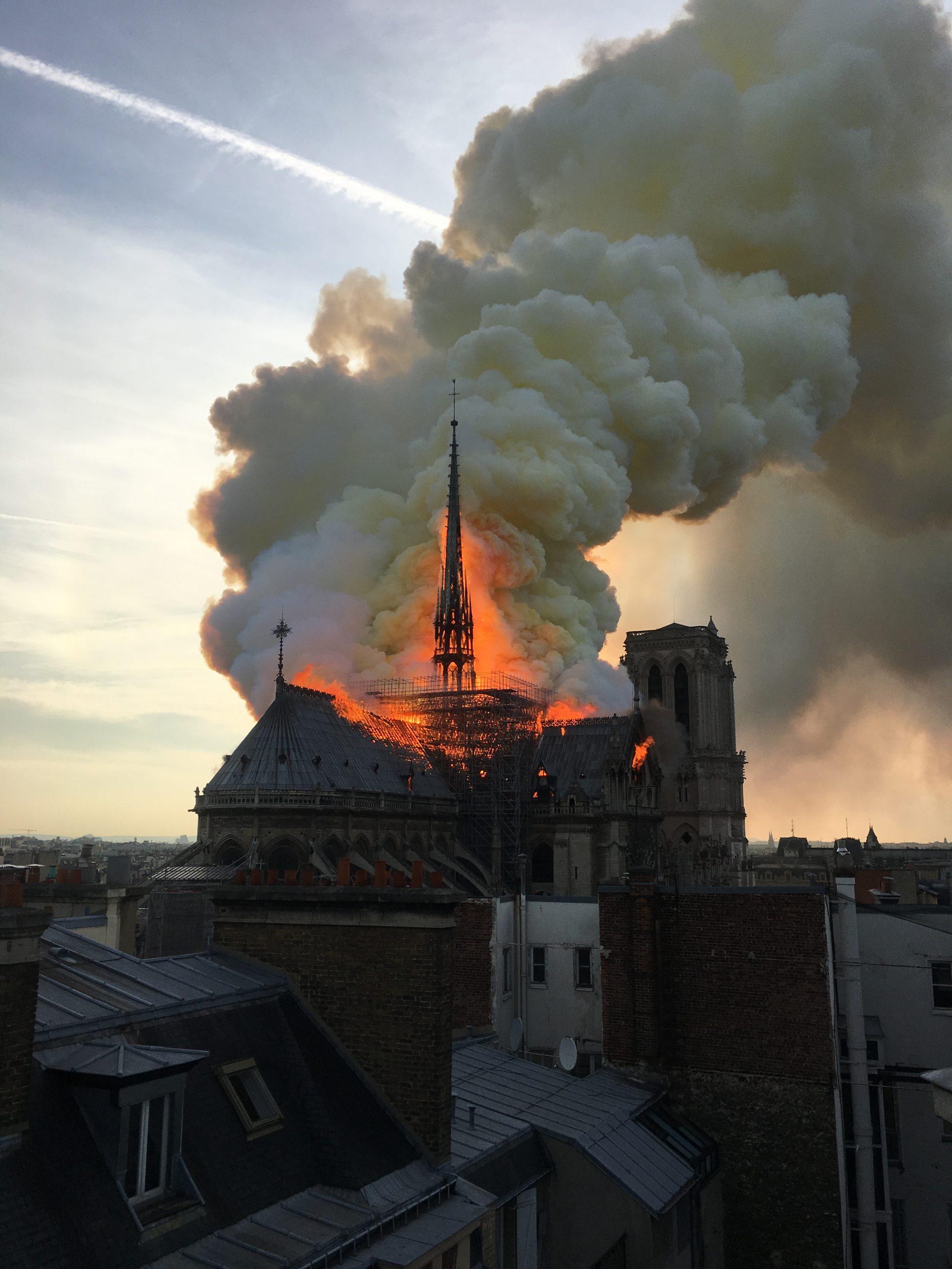 """Notre-Dame de Paris: """"large consensus"""" pour reconstruire la flèche à l'identique"""