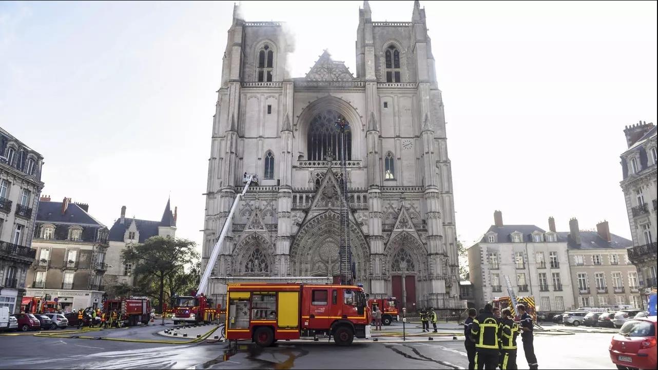 Incendie de la cathédrale de Nantes: le bénévole mis en examen et placé en détention provisoire