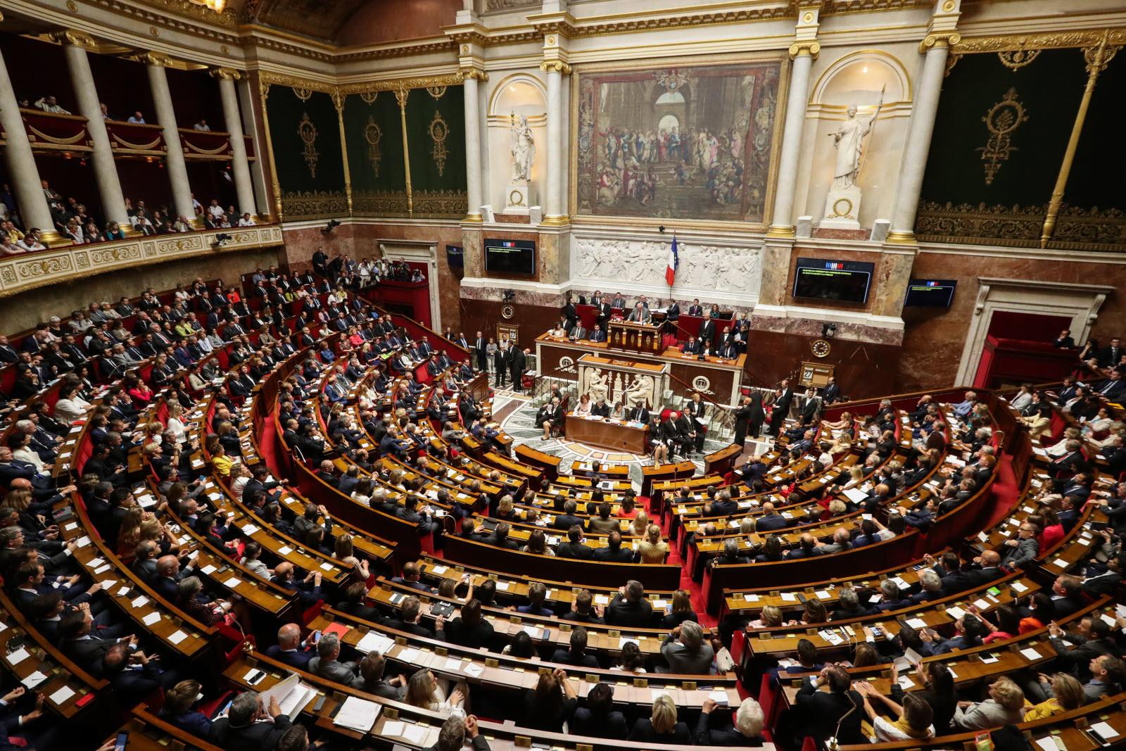 France: tribune parlementaire appelant à la reprise du culte
