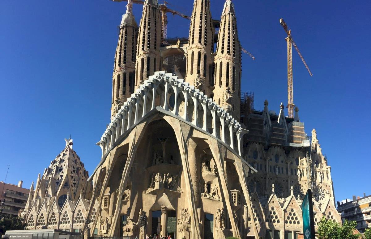 Barcelone: l'archevêque décide de passer outre la fermeture des lieux de culte