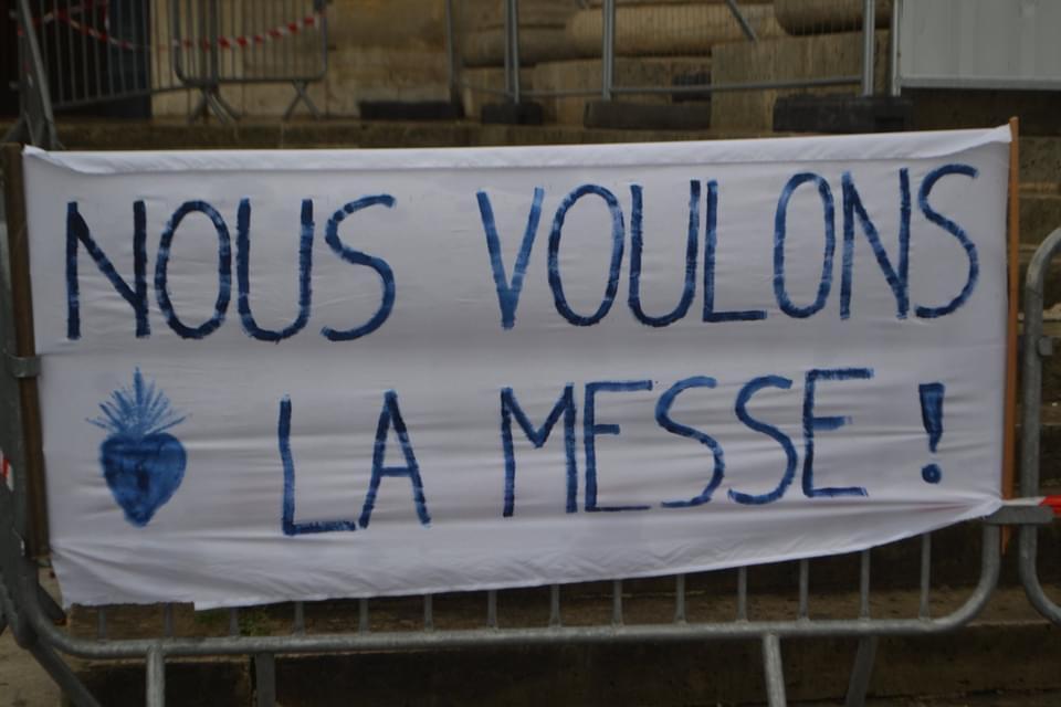 Multiplication des rassemblements en faveur des messes dans toute la France