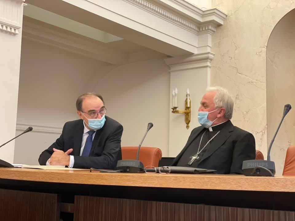 Paris: le nonce apostolique reçu par les sénateurs