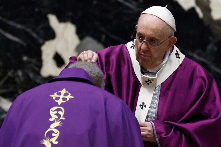 Rome: le Pape célèbre le mercredi des Cendres