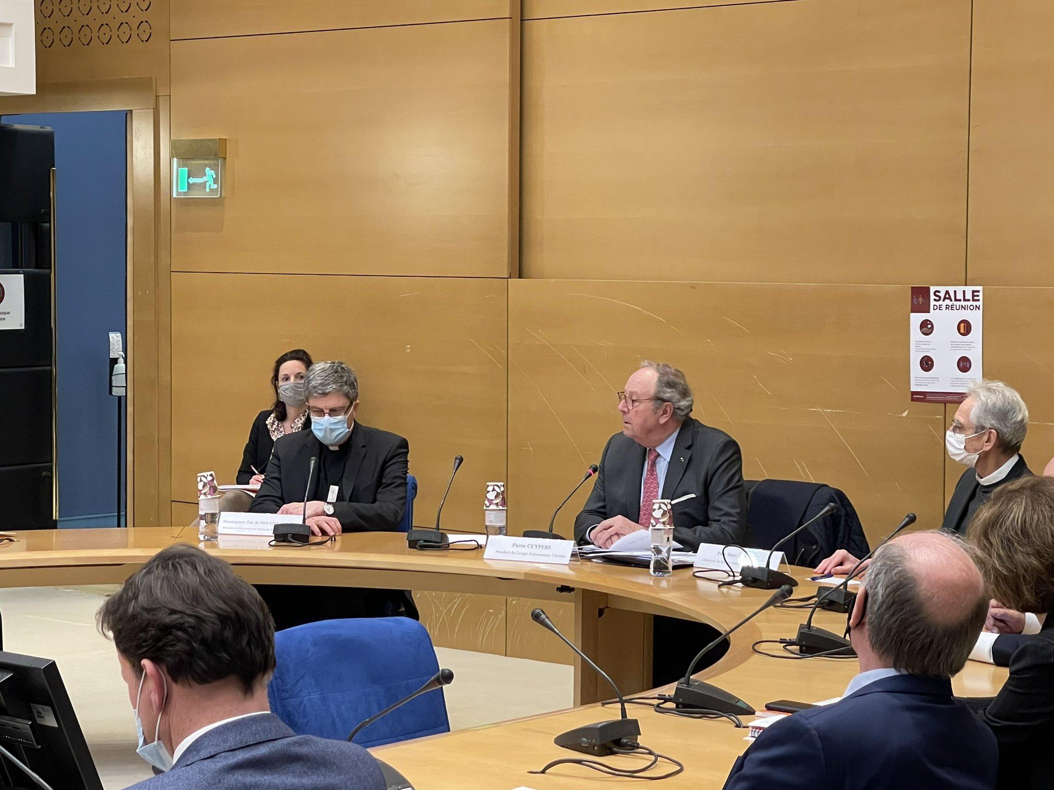 La commission des Lois du Sénat reçoit Mgr Éric de Moulins-Beaufort