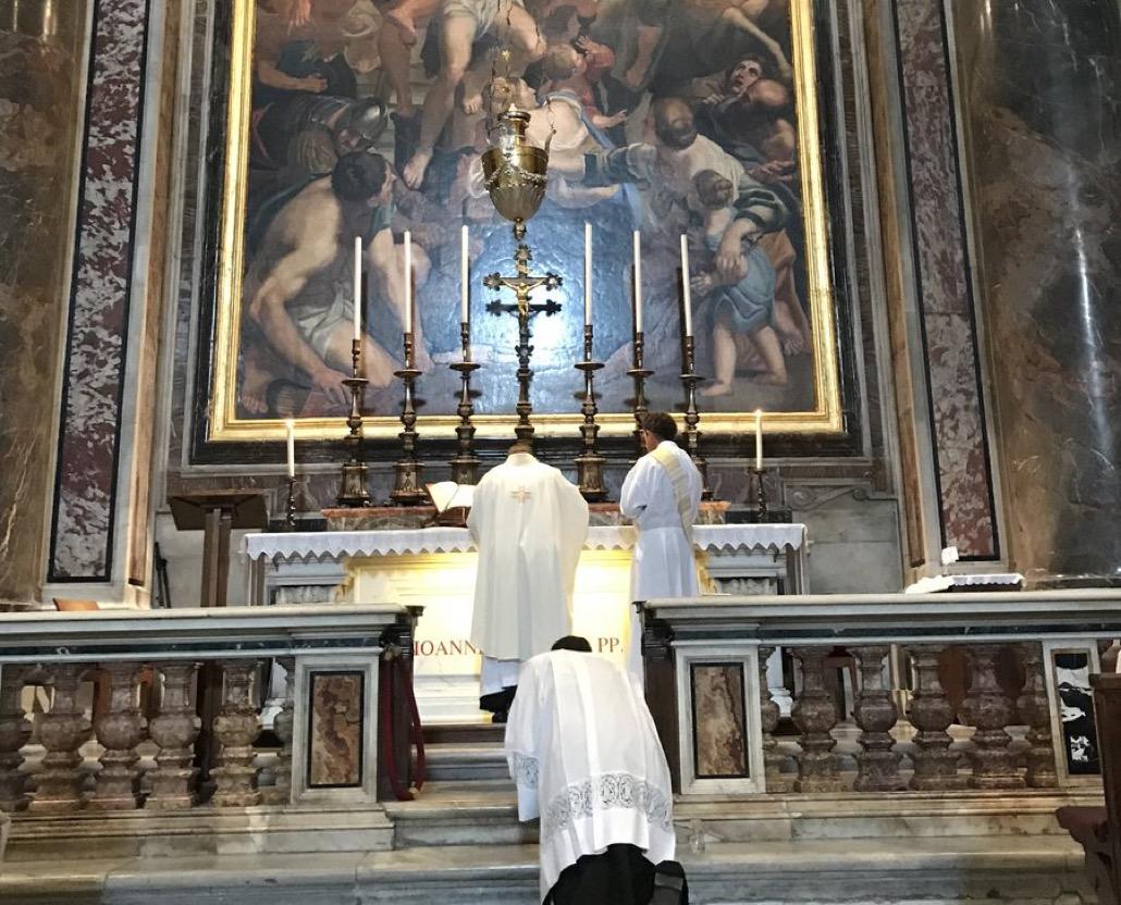 Rome: le cardinal Krajewski célèbre la messe sur la tombe de Jean-Paul II