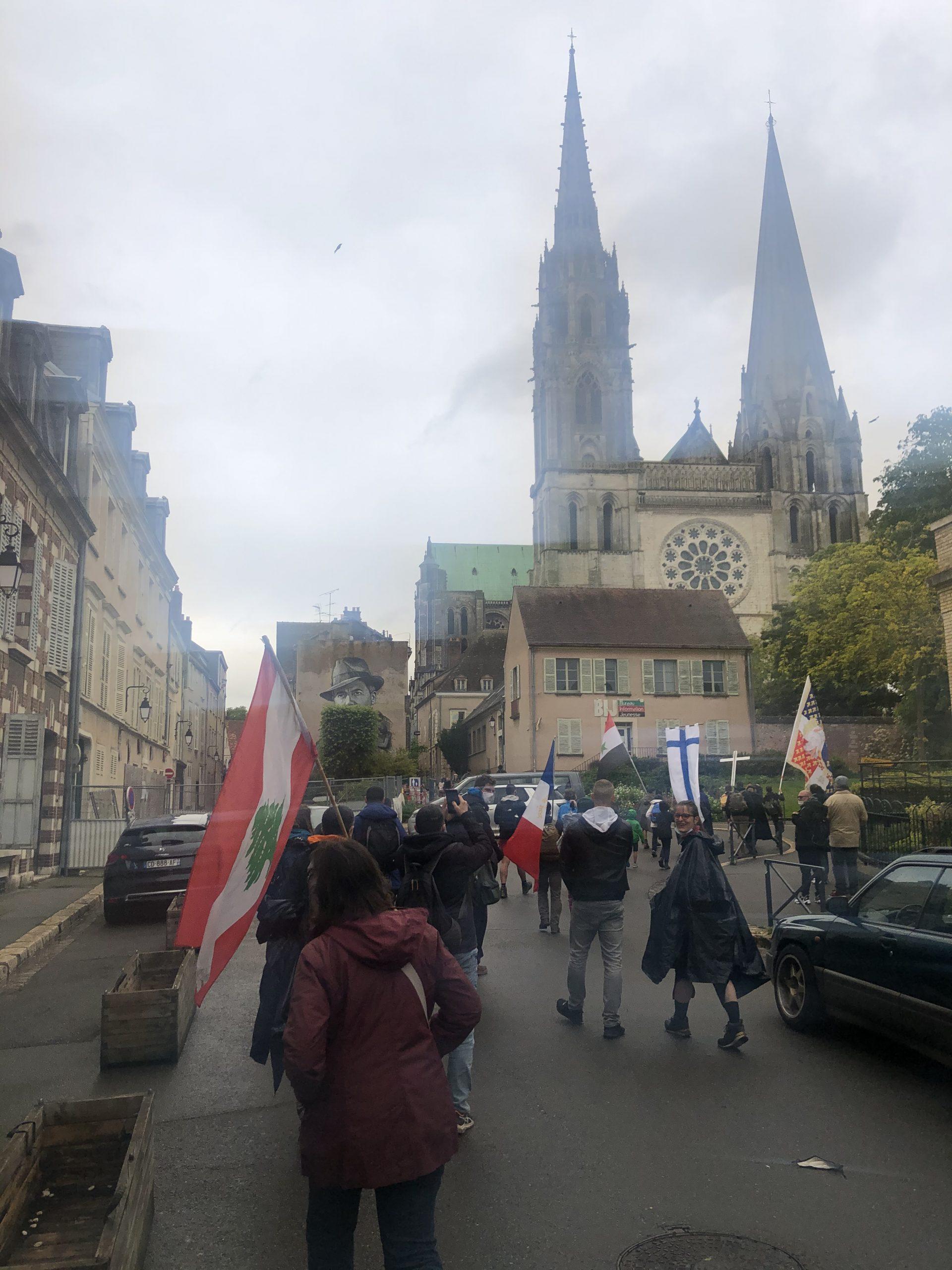 Lundi de Pentecôte: arrivée des pèlerins à la cathédrale de Chartres