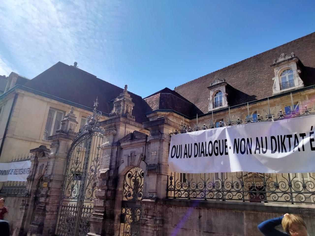 Dijon: ils manifestent contre la décision de l'évêque de mettre fin à l'apostolat de la Fraternité Saint-Pierre